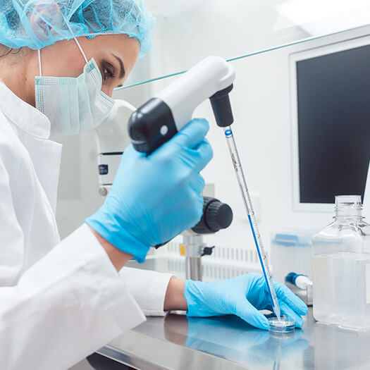 clinical-technician-lab-dish-525x525
