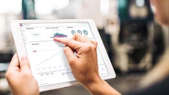 Enterprise manufacturing shop floor software on a tablet